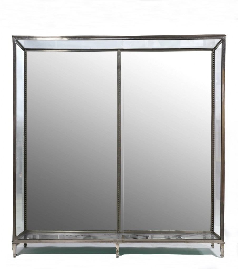 Mirror backed display cabinet with no doors