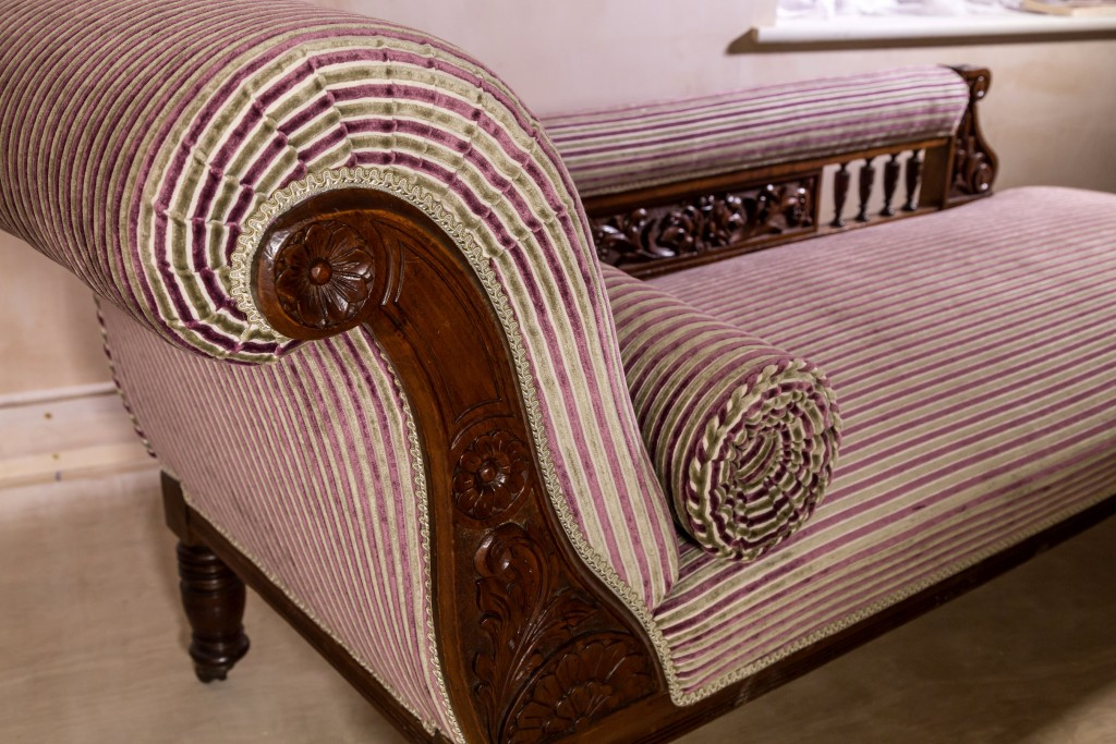 Scroll arm on chaise-longue